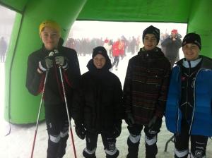 Carl, Håvard, Jacob og Tobias i tåkehavet i Kollen