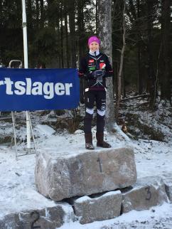 Maja Ellefsrud på toppen av pallen