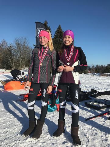 Victora og Maja med bonse og sølv under KM Lang 2017.